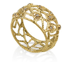 Gold ring with rough Diamonds